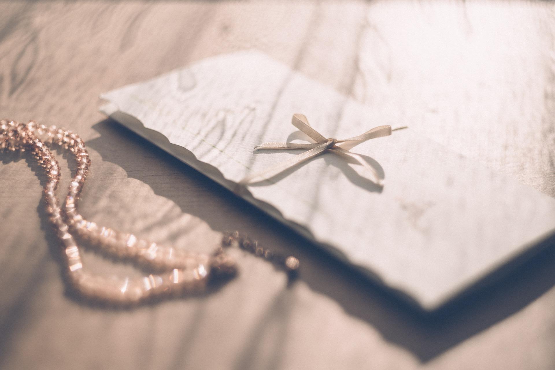 手紙とアクセサリー