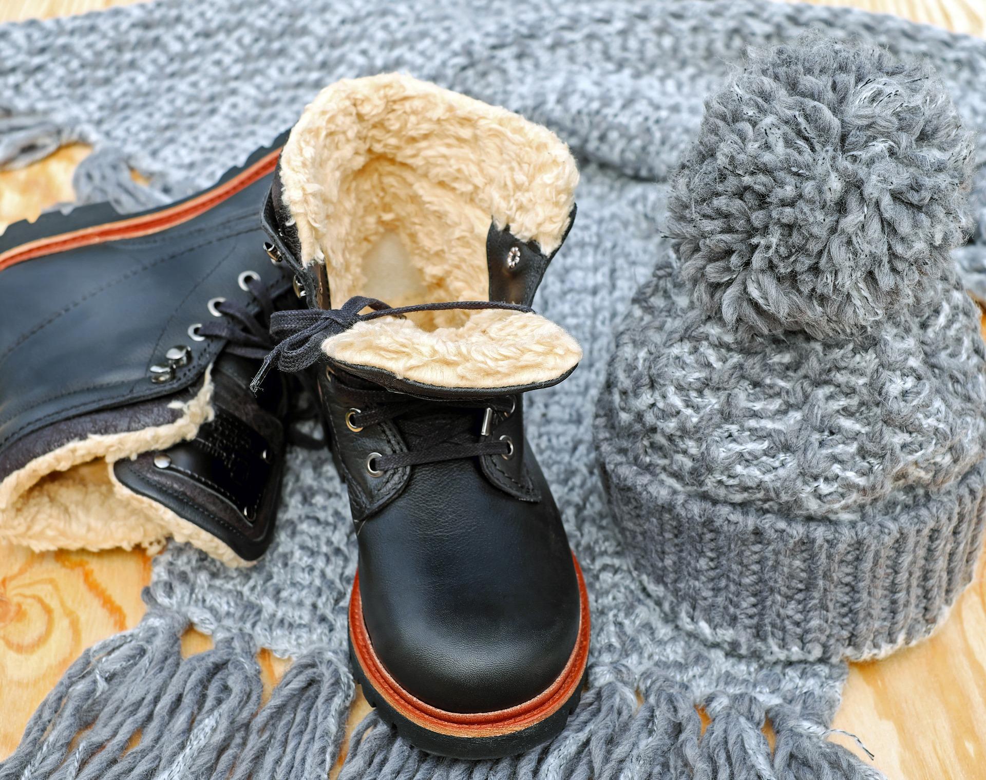 冬用の靴とセーター